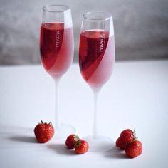 Frosted Collection champagne glass by Mivalli Design. #strawberries. #MDesign #wine #glass #champagne #viinilasi #finnishdesign #kattaus