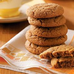 Lara's Tender Gingersnaps Recipe- Recipes Soft gingersnaps embody the tastes and smells of the season. Enjoy cloves, cinnamon and ginger blended into one delicious cookie. These are perfect for Thanksgiving and fall gatherings. Köstliche Desserts, Delicious Desserts, Dessert Recipes, Yummy Food, Holiday Baking, Christmas Baking, Christmas Cookies, Gingerbread Cookies, Christmas Treats