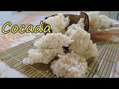 Depois de nosso vídeo de como fazer cocada caramelo, agora temos como fazer cocada branca. Super fácil, rápido e gostoso!!! - 200 g de coco ralado seco - 300...