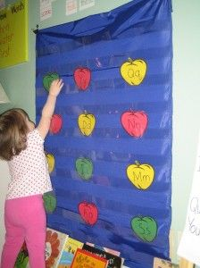 """FREE """"Don't Eat my Apple!"""" Pocket Chart game for letters and sounds 
