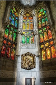 Sagrada Família ,Barcelona, Spain is this gaudi? Art Nouveau, Stained Glass Art, Stained Glass Windows, Amazing Architecture, Art And Architecture, Beautiful World, Beautiful Places, Monuments, Antonio Gaudi