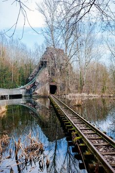 There's A Surreal Cold War-Era Amusement Park Decaying On The Outskirts Of Berlin - Paris Disneyland Pictures Abandoned Theme Parks, Abandoned Property, Abandoned Amusement Parks, Abandoned Buildings, Abandoned Mansions, Abandoned Train, Abandoned Places In The Uk, Abandoned Castles, Dame Nature