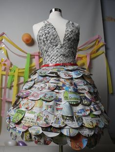 Newspaper Dress-how cool! Recycled Costumes, Recycled Dress, Recycled Clothing, Recycled Cans, Paper Fashion, Fashion Art, Fashion Show, Fashion Design, Grey Bridesmaid Dresses