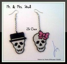 Mr.  Mrs. Skull Halloween Beads, Halloween Earrings, Halloween Jewelry, Halloween Witches, Holiday Jewelry, Seed Bead Patterns, Jewelry Patterns, Beading Patterns, Seed Bead Jewelry