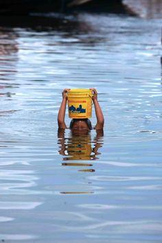 'Água de beber, água de banhar', por Raimundo Valentim.