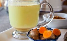 liver cleanse remedies Learn how you can detox your liver by making a delicious and soothing turmeric tea using the powerful liver cleansing herb, turmeric. - Turmeric Tea, a powerful liver cleansing tonic Liver Detox Drink, Liver Detox Cleanse, Detox Your Liver, Detox Drinks, Smoothie Detox, Body Detox, Diet Detox, Health Cleanse, Detox Juices