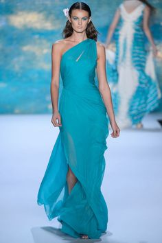 NYFW Spring 2013: Monique Lhuillier --- I would love this in black!