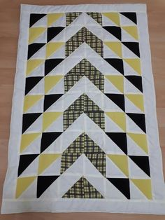 Beginner Quilt Patterns, Quilting For Beginners, Hot Pads, Quilting Projects, Diy And Crafts, Quilts, Blanket, Sewing, Craft Ideas