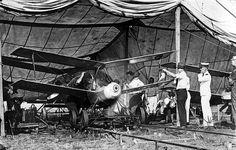 自動操縦装置(The autopilot system)。アメリカに拠点を置いてたSperry Corp.が1913年に開発した機体の自動操縦に対応する装置の一つ。その後の第一次世界大戦ではケタリング・バグなる無人兵器に搭載する。