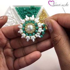 Handmade Beaded Jewelry, Beaded Jewelry Patterns, Handmade Jewelry Designs, Beading Patterns, Diy Jewelry Videos, Diy Crafts Jewelry, Bead Embroidery Tutorial, Bead Embroidery Jewelry, Bead Jewellery