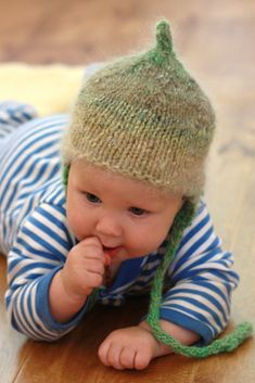 knit baby hat.  i must make this for my grandson and my goddaughter!