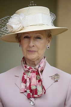 Noblesse et Royautés: Princess Alexandra fell and broke her wrist and has cancelled several engagments in March, 2017