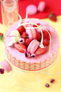 Strawberry Mousse Entremet with Biscuit Joconde Imprime ♥ Dessert French Desserts, Fun Desserts, Dessert Recipes, Cupcakes, Cupcake Cakes, Blog Patisserie, Decoration Patisserie, French Pastries, Pretty Cakes