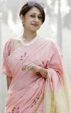 Cotton Saree Designs, Saree Blouse Neck Designs, Saree Blouse Patterns, Stylish Blouse Design, Designer Blouse Patterns, Indian Beauty Saree, Indian Sarees, Blouse Models, Stylish Sarees
