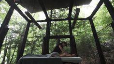 Massage extérieur au cœur de la forêt