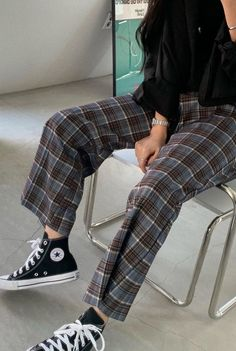 Casual Grunge Outfits, Retro Outfits, Cool Outfits, Casual Clothes, Aesthetic Grunge Outfit, Aesthetic Clothes, Plaid Pants Outfit, Flannel Outfits, Plaid Flannel