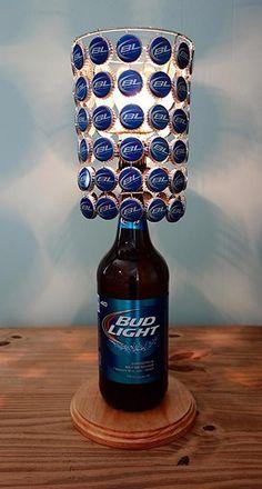 Beer Cap Crafts, Liquor Bottle Crafts, Liquor Bottles, Diy Bottle Cap Crafts, Bud Light, Diy Bottle Lamp, Beer Cap Art, Bottle Cap Projects, Lampe Decoration