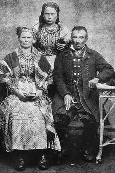 Lubocza, Kraków costume, southern Poland. Photo taken in 1890s. Source: Adam Gryczyński / Czas zatrzymany.
