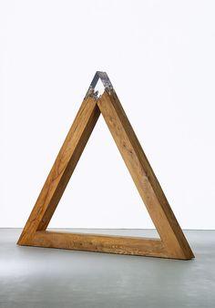 "Vera Röhm [Germany] (b ~ ""Triangle"", Elm wood, Plexiglas x 280 x 21 cm). Contemporary Sculpture, Contemporary Art, Brindille, Art Sculpture, Wood Resin, Kintsugi, Conceptual Art, Art Object, Wood Wall Art"
