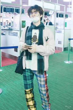 Ikon Leader, Kim Hanbin Ikon, Airport Style, Airport Fashion, Kpop Fashion Outfits, Queen, Yg Entertainment, Look Cool, Bobby