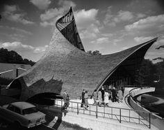 United Church of Rowayton, Joseph Salerno Architect, 1962 / o projeto ganhou O projeto ganhou o premio do Instituto Americano de Arquitetos em 1963 / Julius Shulman photograph