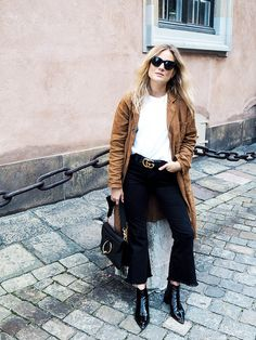 Fashion Me Now's Lucy Williams touched down in Stockholm for fashion week in major style. Flare Jeans Outfit, Kick Flare Jeans, Street Style Looks, Street Style Women, Fashion Me Now, Women's Fashion, Stockholm Fashion Week, Scandi Chic, Minimal Fashion