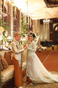 Pernikahan Adat Jawa Tantia dan Elno di Jakarta Wedding Wishes, Diy Wedding, Wedding Photos, Wedding Day, Javanese Wedding, Indonesian Wedding, Kebaya Brokat, People Of The World, Traditional Wedding