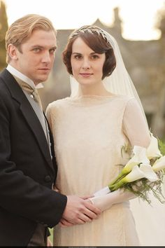 Dan Stevens as Matthew Crawley and Michelle Dockery as Lady Mary Crawley in Downton Abbey (2012).