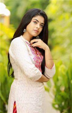 Indian Film Actress, South Indian Actress, Indian Actresses, Actress Bikini Images, Actress Photos, Hollywood Heroines, Hollywood Actresses, Sonam Kapoor, Deepika Padukone