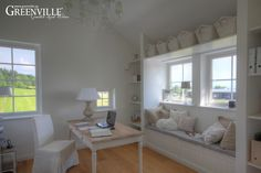 Greenville Architektur - Inneneinbauten - Haus in Luzern, Arbeitszimmer mit Bücherregal und Sitztruhe