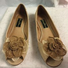 New Beverly Feldman Alexandra raffia peep toe flat Adorable pair of Beverly Feldman raffia peep toe flats with flower embellishments near the tow. New with tags however they do have some light scratches on the soul of right shoe and discoloration on the inside of left shoe that cannot be seen when worn.  The shoes will be perfect for spring Beverly Feldman Shoes Flats & Loafers