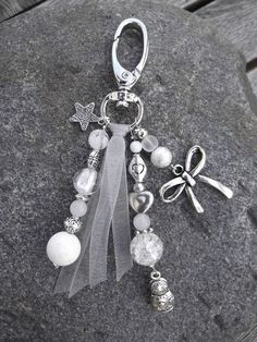 Beautiful beaded bag charm created with White and Silver Beads plus a bit of ribbon. Charm Jewelry, Jewelry Crafts, Beaded Jewelry, Handmade Jewelry, Jewellery, Handmade Handbags, Bijoux Diy, Beads And Wire, Silver Beads