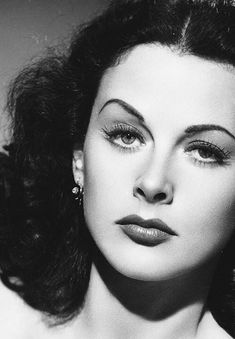Hedy Lamarr (the genius of Hollywood) Old Hollywood Glamour, Golden Age Of Hollywood, Vintage Glamour, Vintage Hollywood, Hollywood Stars, Vintage Beauty, Classic Hollywood, Hollywood Divas, Ingrid Bergman