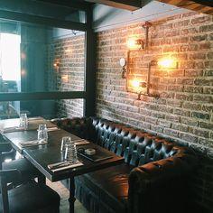 Retrouvez nos créations au café de la presse à bastille ! Luminaire et décoration sur makcindus.com à partir de 11,90€. #home #bastille #decoration #design #lampe #applique #loft #luminaire #lumiere #industrial #industrialdesign #atelier #mural #restaurant #cafe #cafedelapresseparis #makcindus #paris #steam #steampunk
