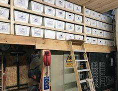 estanterías con cajas de porexpan Lockers, Locker Storage, Furniture, Home Decor, Beams, Tiles, Studio Apartment Design, Recycled Materials, Innovative Products