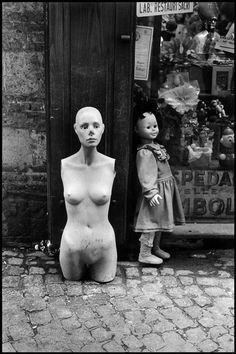 Elliott ERWITT :: Naples, Italy, 2004, from Unseen Book