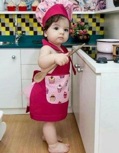 Cute Little Chef with Their Cute Smiles - Cute Little Chef with Their Cute Smiles are here. They are looking so pretty and very cute. Take a look. Cute Little Baby, Baby Kind, Little Babies, Baby Love, Cute Baby Girl Pictures, Baby Photos, Cute Funny Babies, Cute Kids, Funny Kids