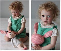 strikk_strikket_romper_buksedress__oppskrift_gratis_bluse_kjole_baby_jakke_ Knitted Baby, Baby Knitting, Baby Pants, Rompers, Romper Clothing, Baby Knits, Romper Suit, Onesies, Romper