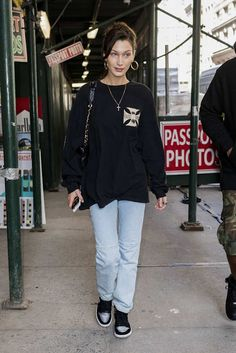 October out in New York. Bella Hadid News, Bella Hadid Photos, Bella Hadid Outfits, Bella Hadid Style, Uni Outfits, Best Casual Outfits, Sweater Outfits, Casual Sweaters, Polyvore Outfits