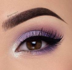 Make-up inspiration, tutorials, step-by-step make-up for all kinds of . - Make-up - Eye Makeup Purple Eye Makeup, Makeup Eye Looks, Eye Makeup Tips, Makeup For Brown Eyes, Skin Makeup, Makeup Inspo, Eyeshadow Makeup, Makeup Brushes, Purple Makeup Looks