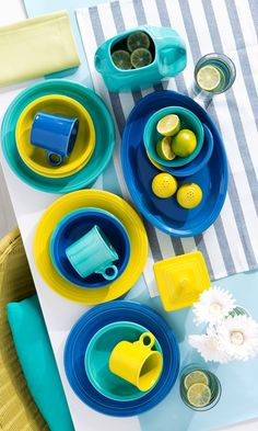 A beautiful summer table! Mix and match the colors of your dinnerware to create a fun and vibrant table. Love the Fiesta lemongrass, turquoise and peacock blue together.