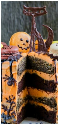 Macaron Halloween Cake ~ This cake looks like you ordered it from a bakery or professional cake maker, but it is shockingly simple to make. Halloween Chocolate Cake, Spooky Halloween Cakes, Halloween Party, Ghost Cake, Cake Makers, Holiday Cakes, Cake Toppings, Creative Cakes, Dessert Table