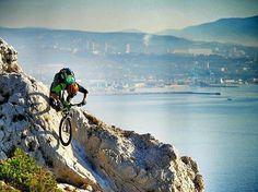 Marseille Port . Featured on @evocinstagram   Photo by @vtopo_crew . #evocsports #evocinstagram  #mountainbike #mountainbiking #santacruzbicycles #downhill #rockshox #btt #shimano #santacruz #bmx #mountainbiker #singletrack #mtblife #freeride #santacruzbr