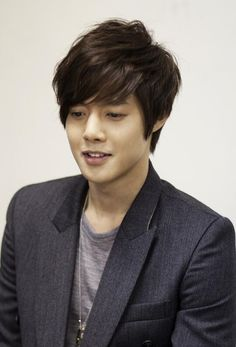 "Kim Hyun Joong : Twitter / AsianWiki: Kim Hyun-Joong ""highly considering"" lead role in KBS2 drama AGE OF FEELING (""Gamgyukshidae"") 2013.7.05"