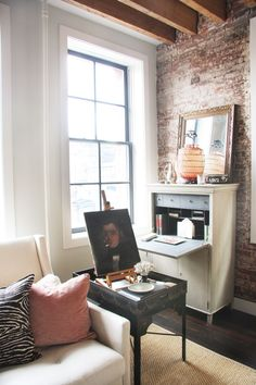 HOUSE TOUR: An Airy Manhattan Loft As Fashionable As Its Owner