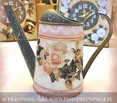 konewka w stylu rustykalnym z decorative painting