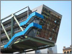 Der Wolkenbügel im Düsseldorfer Medienhafen. (15.07.2007)