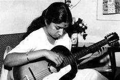 Nightangle of INDIA,LATA MANGESHKAR Bhimsen Joshi, Calming Pictures, Asha Bhosle, Lata Mangeshkar, Indian Music, Vintage Bollywood, 6 Music, Rare Photos, Vintage Photos