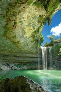 Immagine di waterfall, nature, and paradise