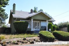Quaint and cozy single family in the Mt Tabor neighborhood in Portland, Oregon.